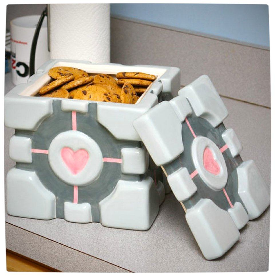 ¡Feliz cumpleaños Núcleo! Vamers-Geekmas-Gift-Guide-Portal-Companion-Cube-Cookie-Jar