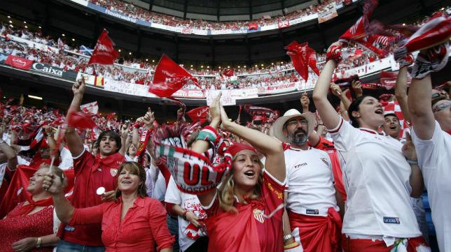 El hilo de los popuheads futboleros - Página 38 XAficion_Sevilla_Final_Copa_2007_Bernabeu.jpg.pagespeed.ic.7cUsG62VUe