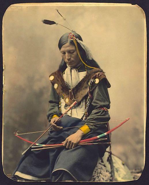 AHAYUTE E IL MANGIANUVOLE. Le-foto-colorate-di-nativi-americani-12