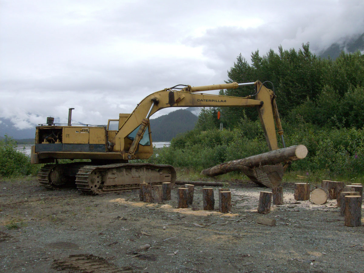 escavatori Cat235_2