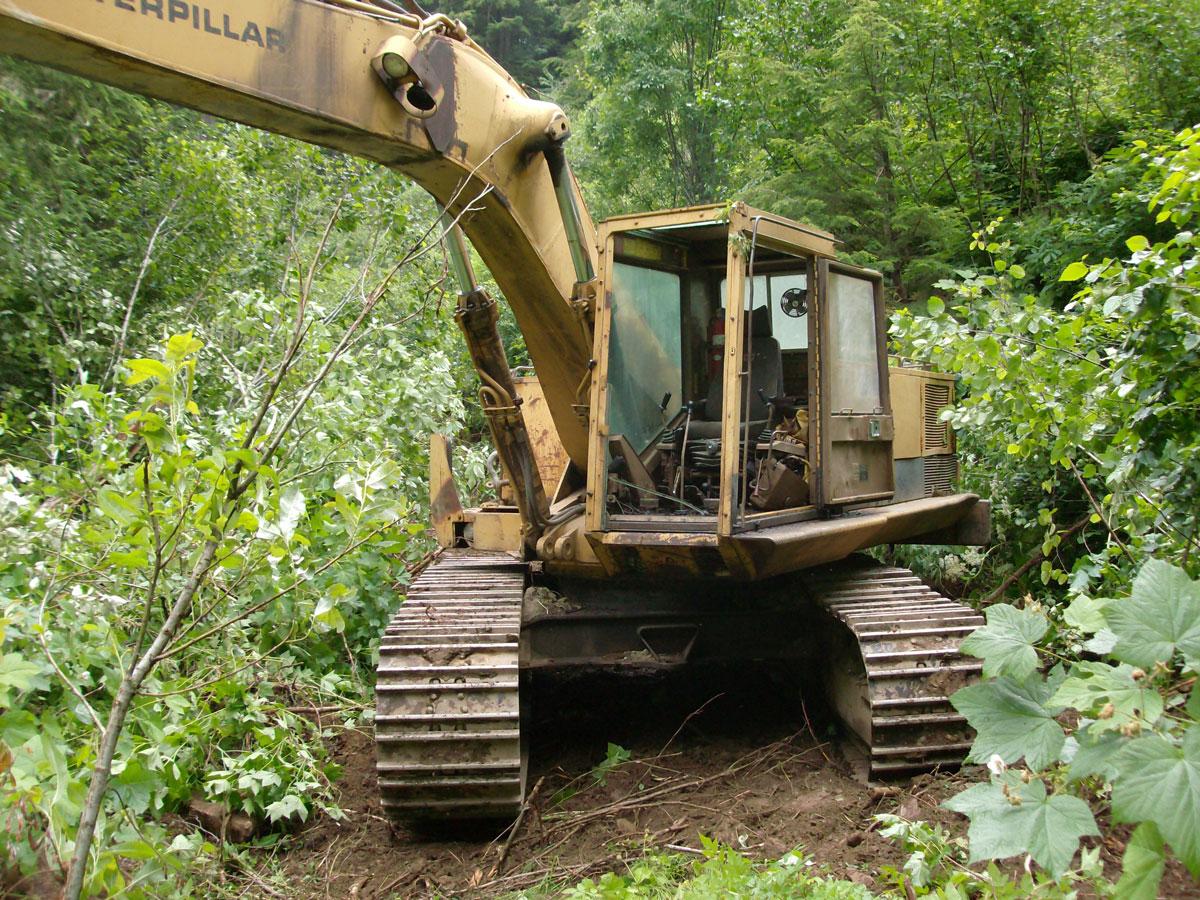 escavatori Cat235_4