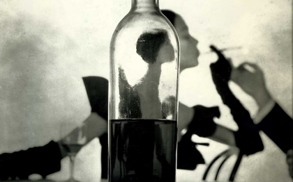 Smoke Art in Bottles  Women%20smoking%20bottles%20wine%20monochrome%201920x1200%20wallpaper_www.vehiclehi.com_89