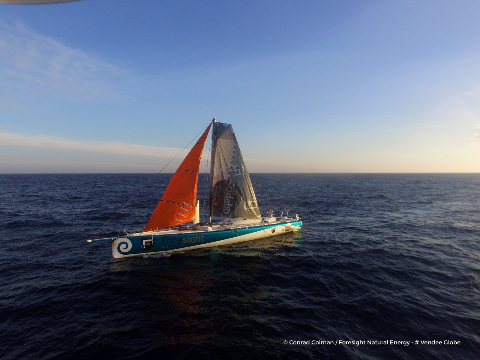 Vendée Globe 2016! - Page 3 Photo-sent-from-the-boat-foresight-natural-energy-on-february-17th-2017-photo-conrad-colmanphoto-envoyee-depuis-le-bateau-foresight-natural-energy-le-17-fevrier-2017-photo-conrad-colmanphoto-by-drone-of-the-boat-refitted-under-the-sun-r-1600-1200