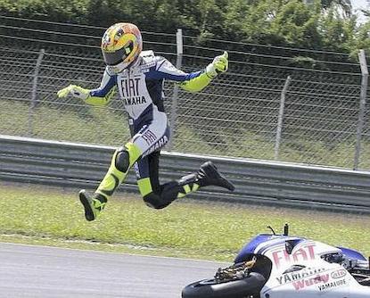 [MOTO2] Transferts et rumeurs 2011 / 2012 Rossi_crash_sepang_test_1