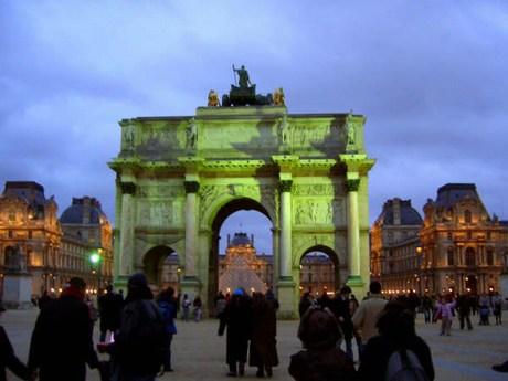 una passeggiata a parigi Mini-louvre