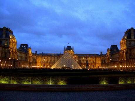 una passeggiata a parigi Mini-louvre2
