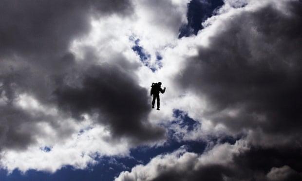 Rocketman lại xuất hiện trên bầu trời Los Angeles Nguoibay