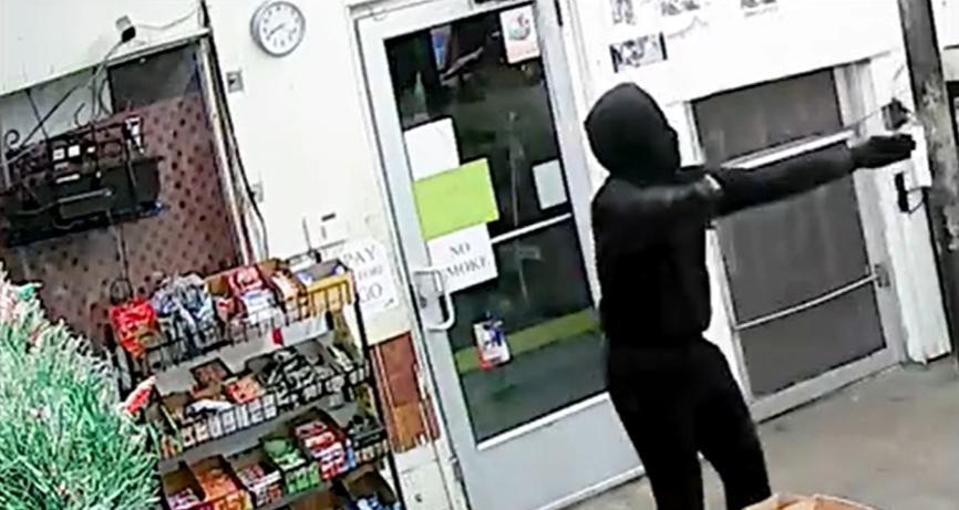 Mỹ bắt 1 bà da đen trong vụ cướp cửa hàng khiến vợ chồng gốc Việt chết Tnmarketplace2