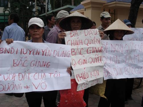 không - Việt Nam: Khi người cày không còn ruộng (RFI) DSC00962