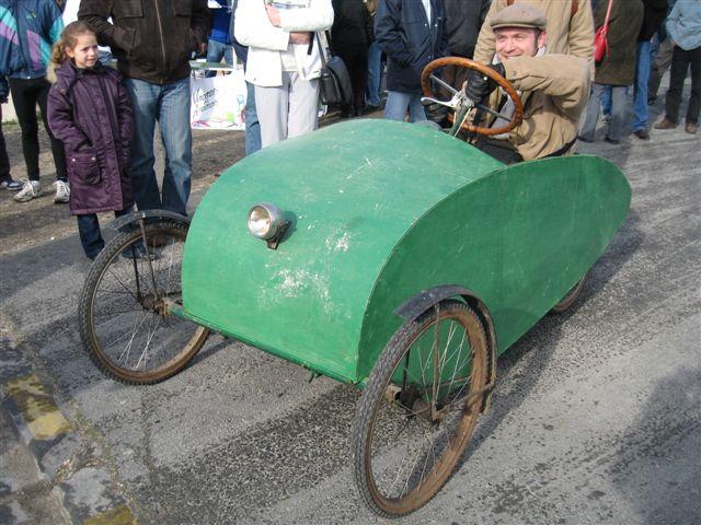vincenne en ancienne a l'esplanade du chateau 1er dimanche - Page 2 Photo_voiture_a_pedale