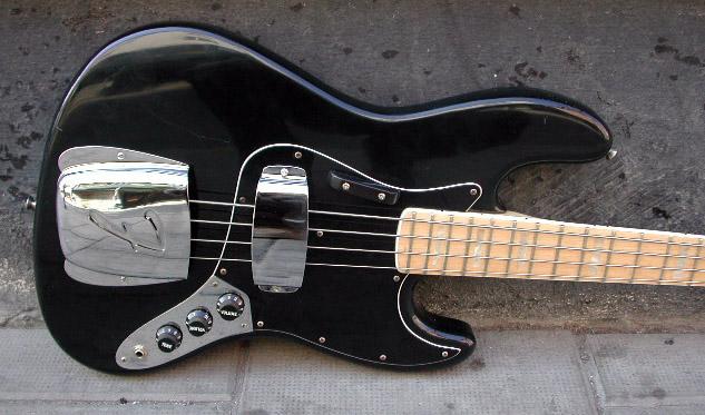 diferenças entre Jazz Bass american STD e Jazz Bass anos 70 1977_Fender_Jazz_Bass_S739449_front