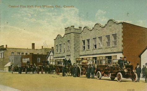 Villes et villages en cartes postales anciennes .. - Page 13 Fort-william-fire-station-firefighting-thunder-bay-ontario-canada