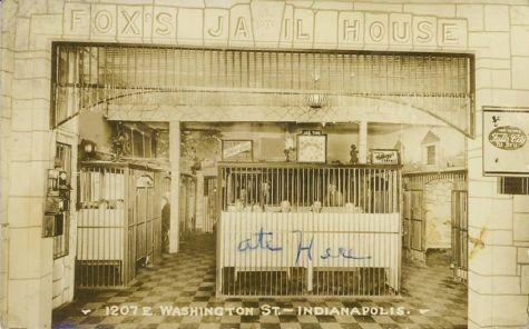 Villes et villages en cartes postales anciennes .. - Page 13 Indianapolis-indiana-jail-house-roadside-restaurant-falls-city-beer-breweriana-rppc