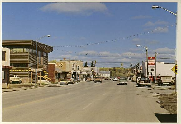 Villes et villages en cartes postales anciennes .. - Page 22 Vanderhoof-bc-dodge-chrysler-car-dealer