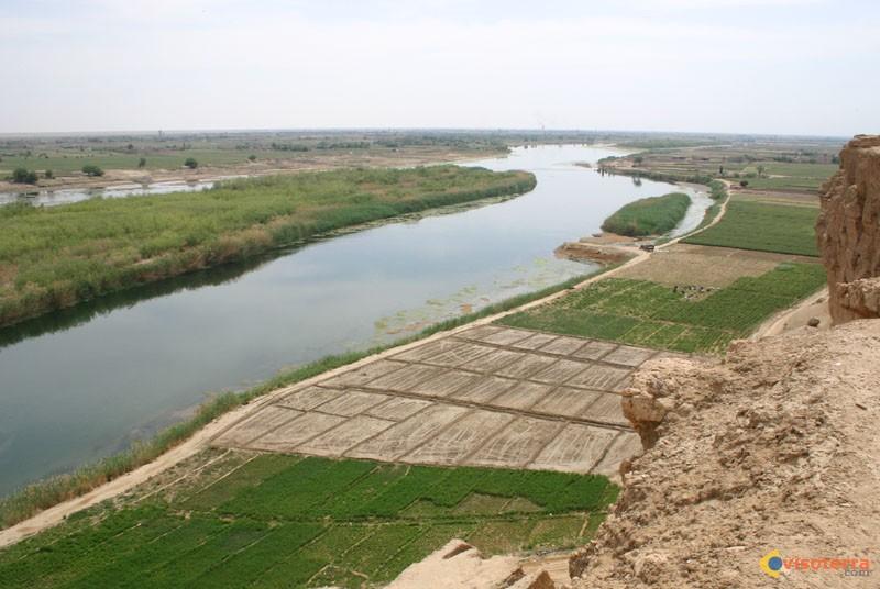 Guerre de l'eau au pays des deux fleuves L-euphrate-a-doura-europos-visoterra-27865