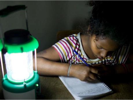 Powering Education, premiato il progetto di Fondazione Enel Lampada-solare4