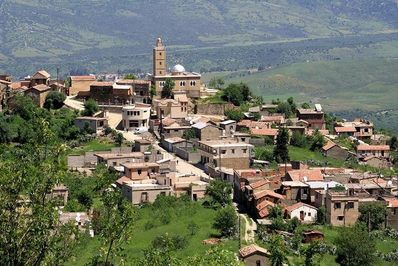 تيزي وزو  جنة الجزائر تفضلوا  14269-le-village-d-ighil-igoulmimene-tizi-ouzou