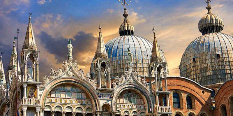 un bâtiment - ajonc - 16 janvier trouvé par Martine  Les-domes-de-la-Basilique-Saint-Marc-Venise
