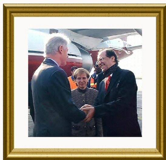 Foto nga jeta dhe vepra e Dr. Rugoves! - Faqe 7 U2_rugova_klinton_aeroport-2aa