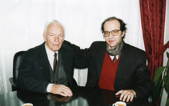 Foto nga jeta dhe vepra e Dr. Rugoves! - Faqe 7 U2_rugovamarku