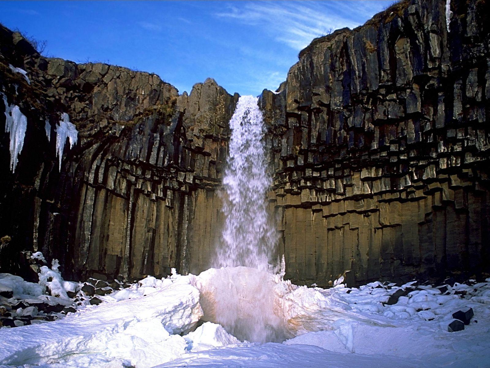 Национальный парк Скафтафетль Vodopad_svartifoss