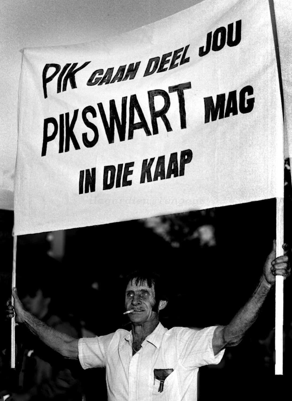 Pik Botha overleden. Pwbotha-placard
