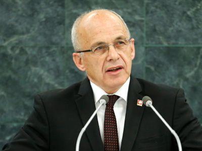 El ministro de Defensa suizo compara a las mujeres con electrodomésticos viejos 1-4037-8b46b