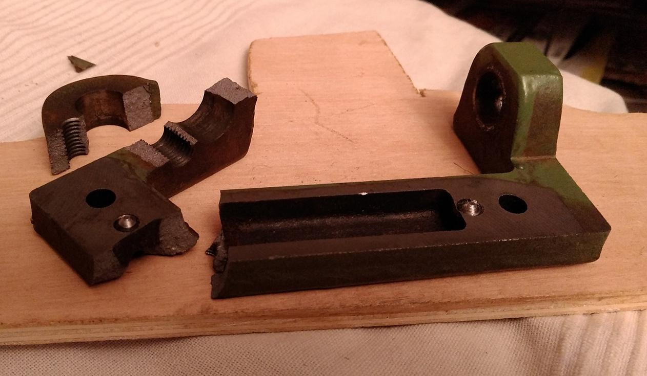 Combiné Lurem C210B : réparation/fabrication d'une charnière de table de dégauchisseuse (support de chape) IMG_20160111_234801
