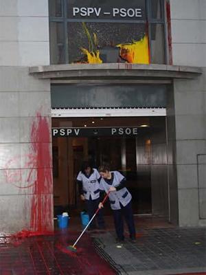 [Valencia] Ataques a las sedes de PSOE i Confederación Empresarial Valenciana 20110117pspvI