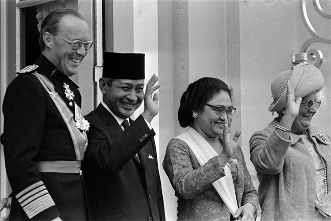 NEIL KEENAN UPDATE | History & Events Timeline Suharto-bernard-1970