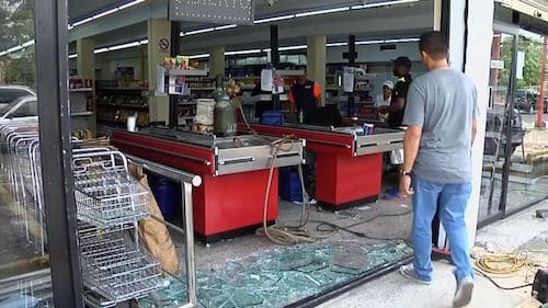 Censored Images from Venezuela Reveal Economic Collapse is Only for the Poor Venezuela-Looting