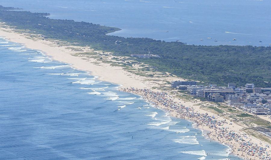 Photos of NJ Governor Claiming Closed Beach for His Personal Use WHAT AN ASSHOLE!! Gove-Photos-10