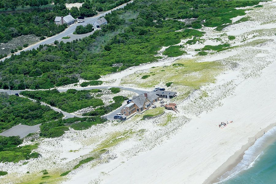 Photos of NJ Governor Claiming Closed Beach for His Personal Use WHAT AN ASSHOLE!! Gove-Photos-13