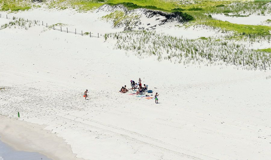 Photos of NJ Governor Claiming Closed Beach for His Personal Use WHAT AN ASSHOLE!! Gove-Photos-4