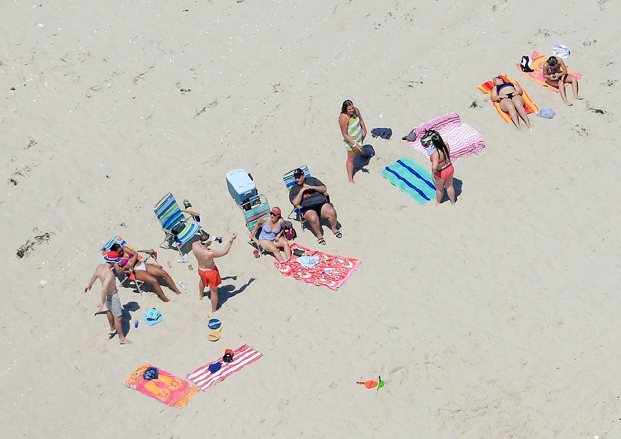 Photos of NJ Governor Claiming Closed Beach for His Personal Use WHAT AN ASSHOLE!! Gove-Photos-5