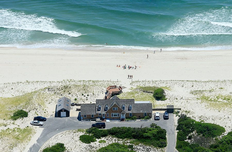 Photos of NJ Governor Claiming Closed Beach for His Personal Use WHAT AN ASSHOLE!! Gove-Photos-6