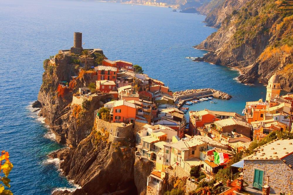 Italija - Page 2 Vernazza-little-village-in-cinque-terreliguriaitaly