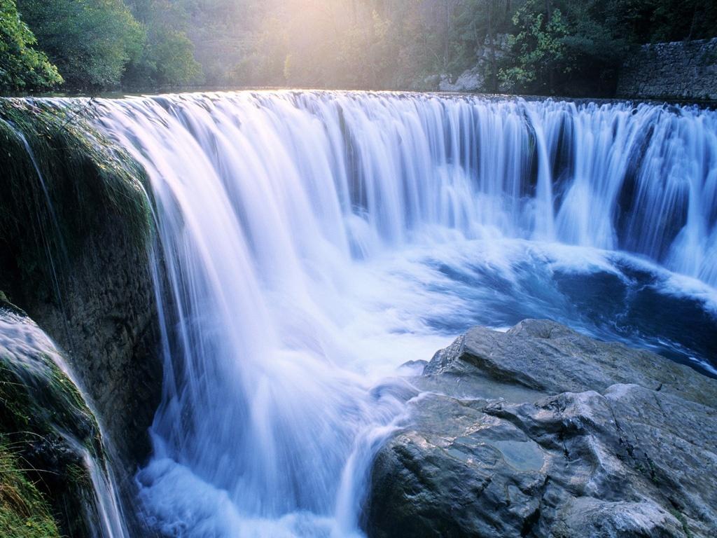 Ecraser l'image du dessus 3385-magnifique-cascade-WallFizz