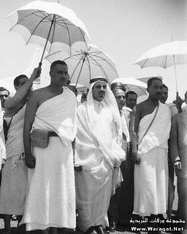 صور لمشاهير وهم يؤدو Celebrities_7aj27