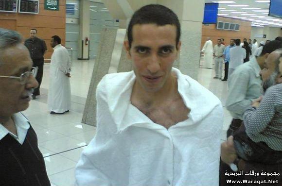 صور لمشاهير وهم يؤدو Celebrities_7aj4