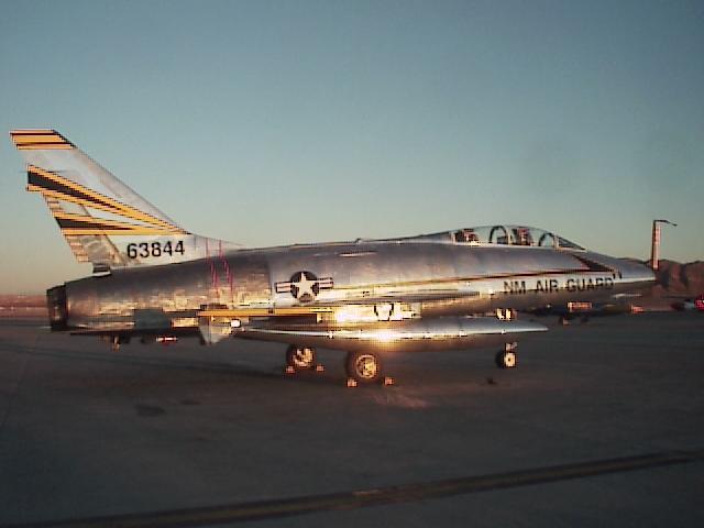الطائرة الحربية الاف100 F100-lsv-01