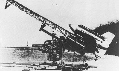 Les missiles Enzian : Ils traquent leur cible dans le ciel. Lrg0363