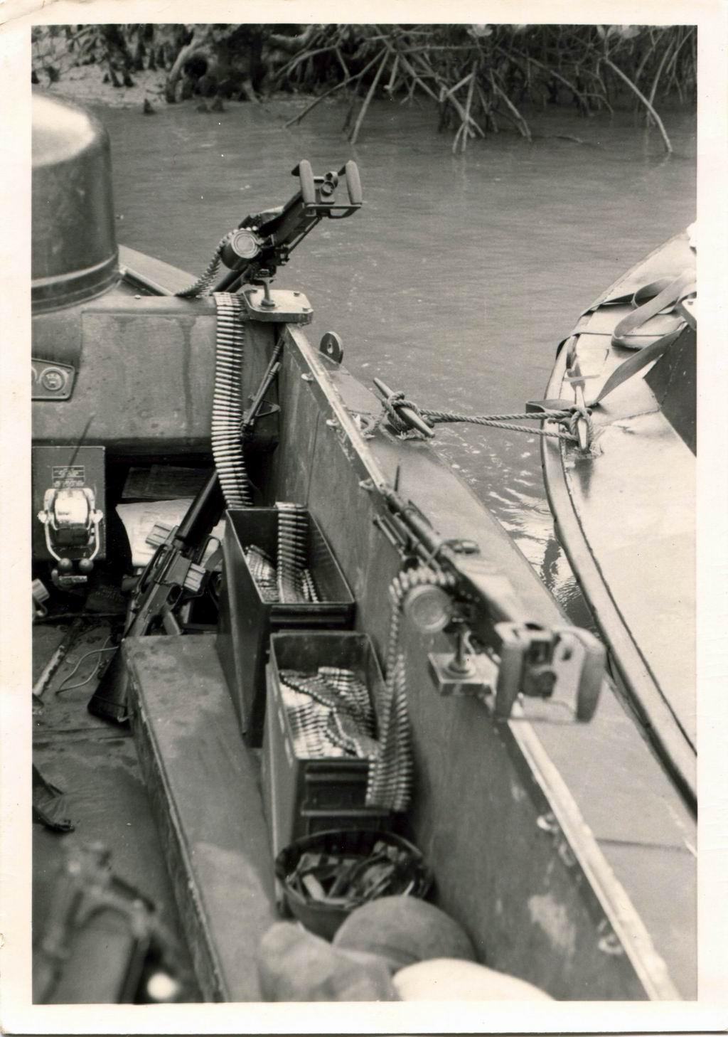 Patrol Air Cushion Vehicle (PACV) et Patrol Boat River (PBR) M60%20GPMG%20R5%204