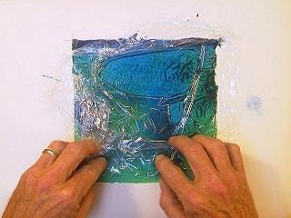 تعلم كيف تستعمل الالوان المائيه 320plasticwrap3