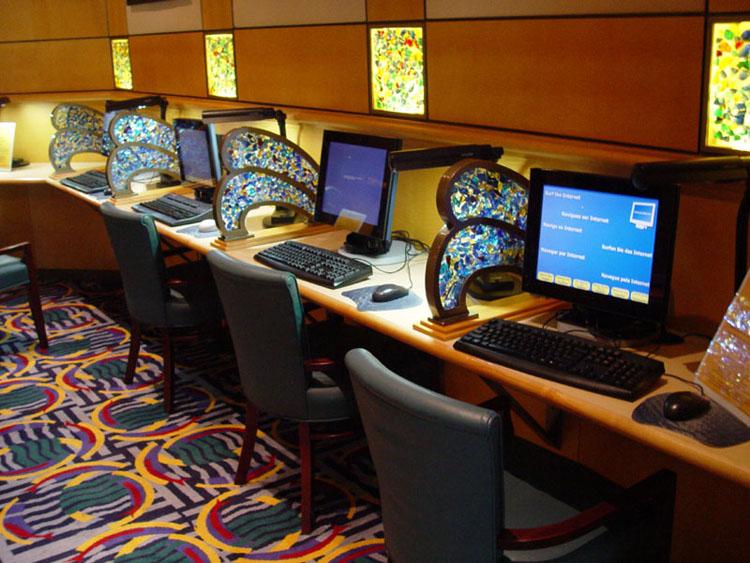 Disney cruise line embarquement immédiat E_InternetCafe_02