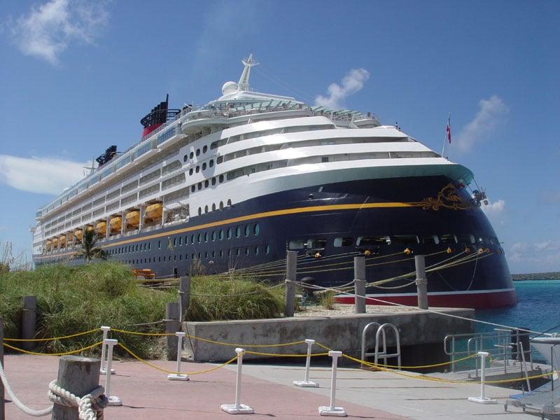 Disney cruise line embarquement immédiat Castaway_Ship_05