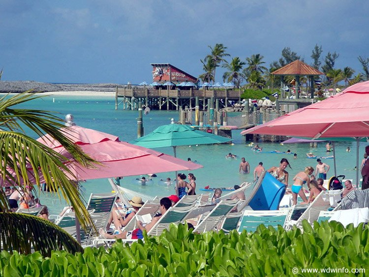 Disney cruise line embarquement immédiat Castaway_family-beach_03