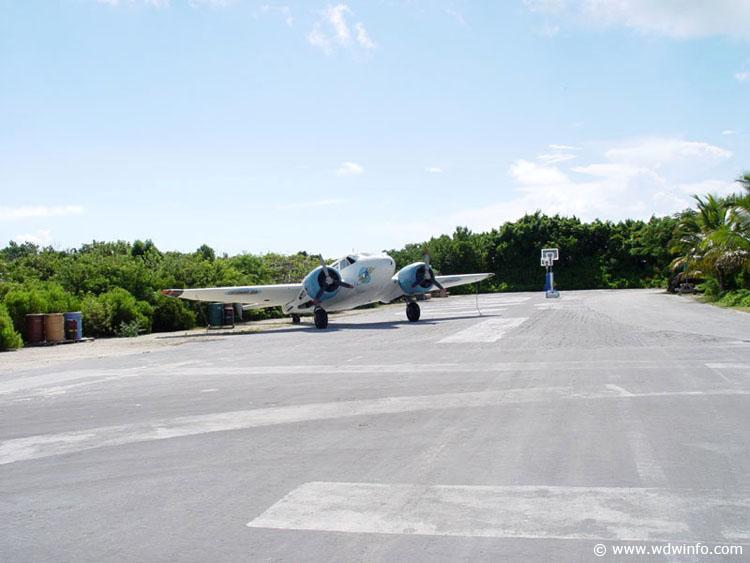 Disney cruise line embarquement immédiat Castaway_plane_01