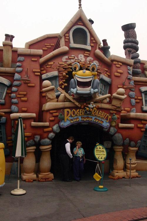 Toontown (Disneyland Park/ Magic Kingdom) Roger%20Rabbit%2000