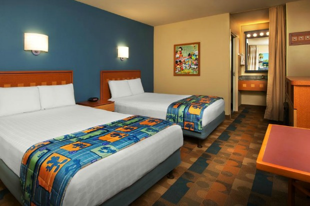 [Walt Disney World Resort] Rénovation du Pop Century Disneys-Pop-Century-Resort-Old-Guest-Room